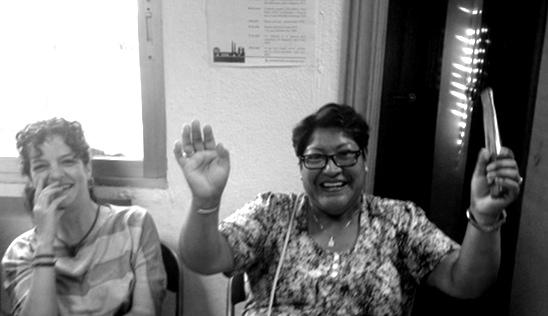 Sibila kertoo yhteisneuvonnassa tarinan siitä, kuinka voitti pankin ja sai velka-armahduksen.